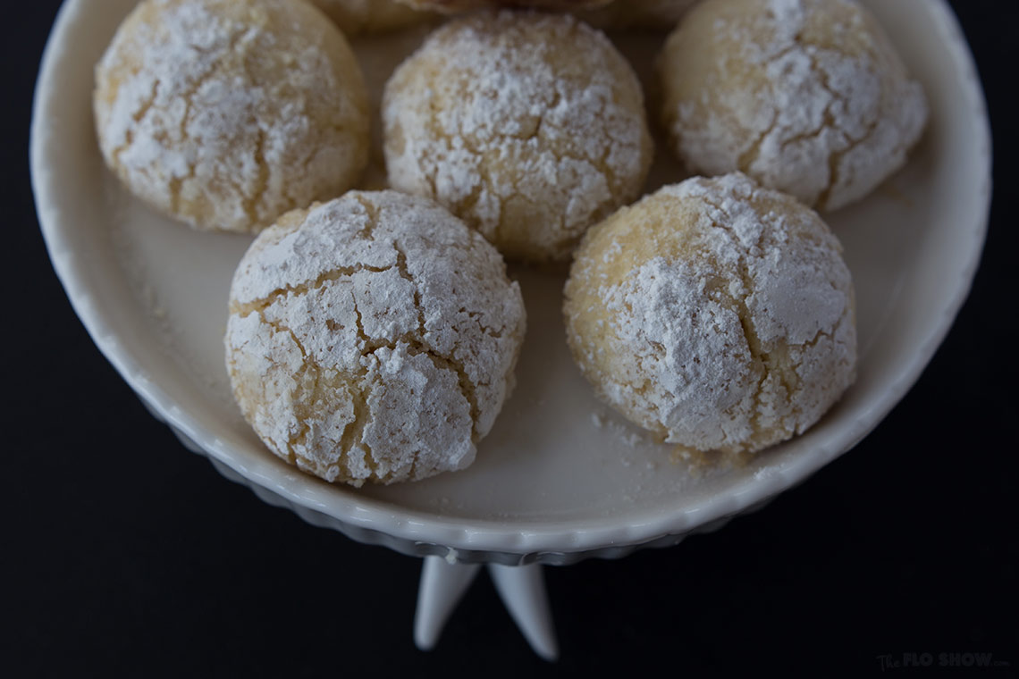 Lemon balls with moist center - wonderful for afternoon tea on www.TheFloShow.com