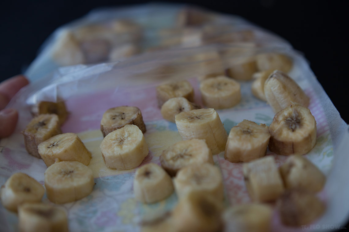 How to freeze bananas - easy step by step on www.TheFloShow.com