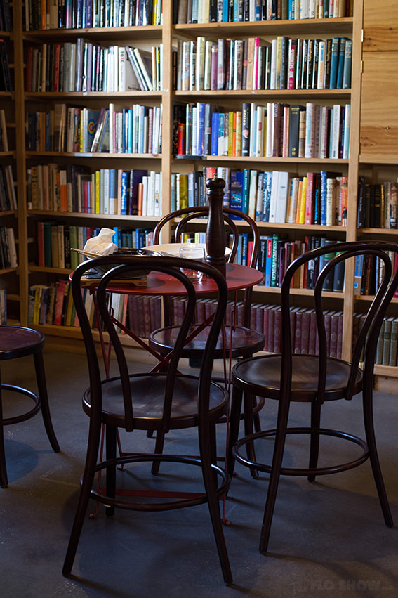 Bookstore review - Berkelouw in Berrima - A beautiful place to eat amongst books on www.TheFloShow.com