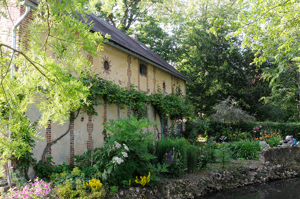 Home in Burgundy - my parents' home - By the pond on www.TheFloShow.com