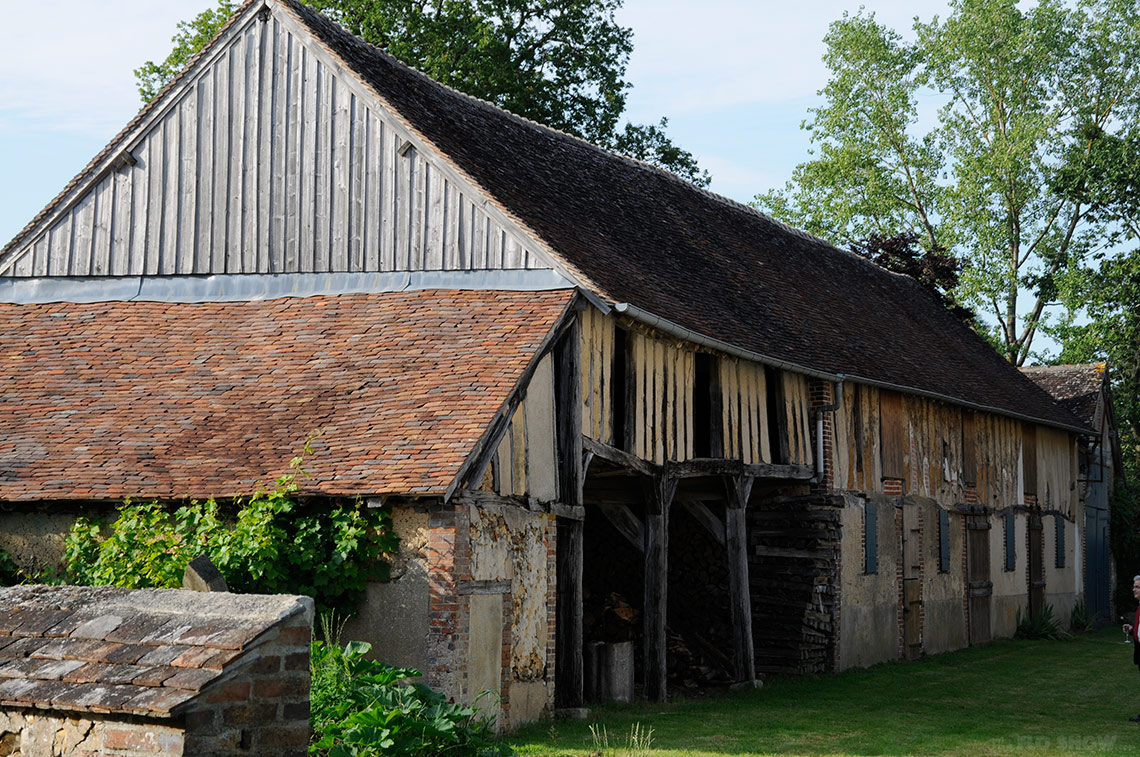 Home in Burgundy - my parents' home - the animal quarters on www.TheFloShow.com