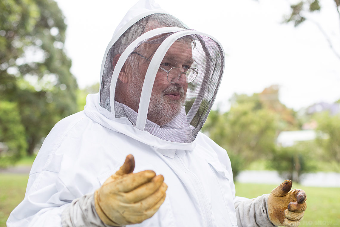 Bee course with the Illawarra Beekeepers Association - Learn from the best on www.TheFloShow.com