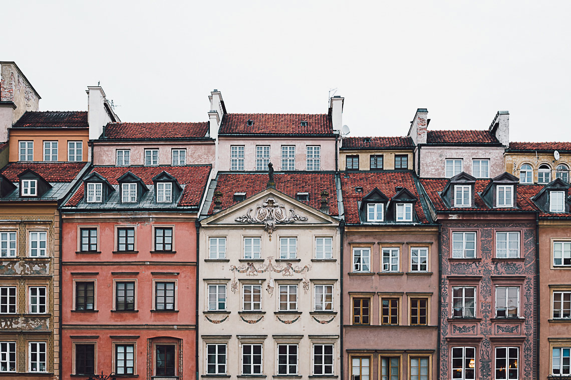 Visit Warsaw - Old Town Market Place - on the www.FloShow.com