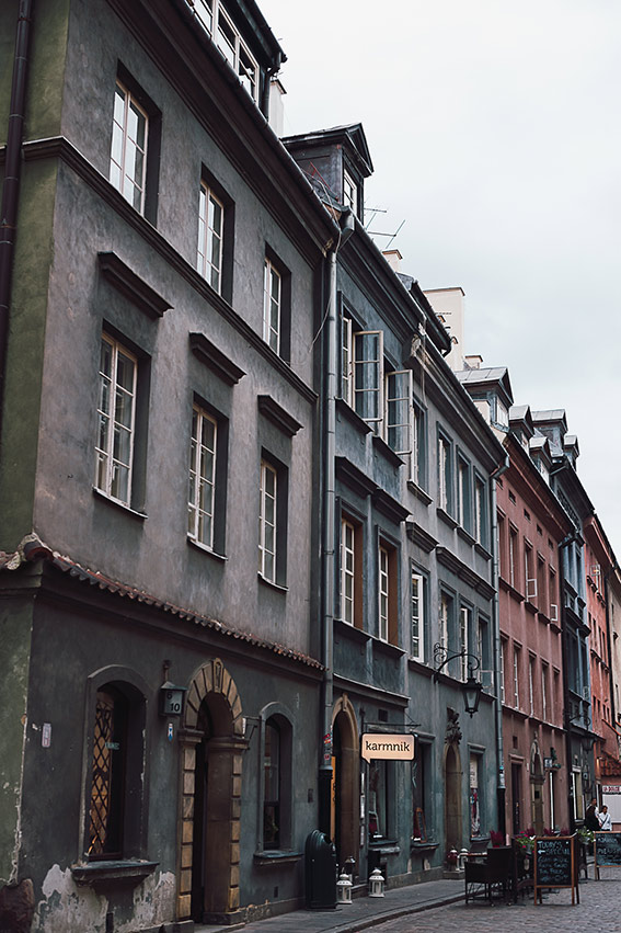 Visit Warsaw - Old reconstructed town - on the www.FloShow.com